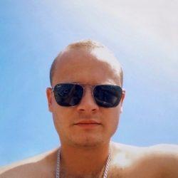 Парень ищет сексуальную девушку в Курске для секса