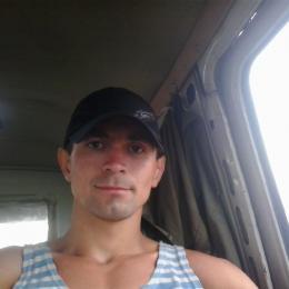 Молодой парень познакомиться с опытной дамой для секса в Курске